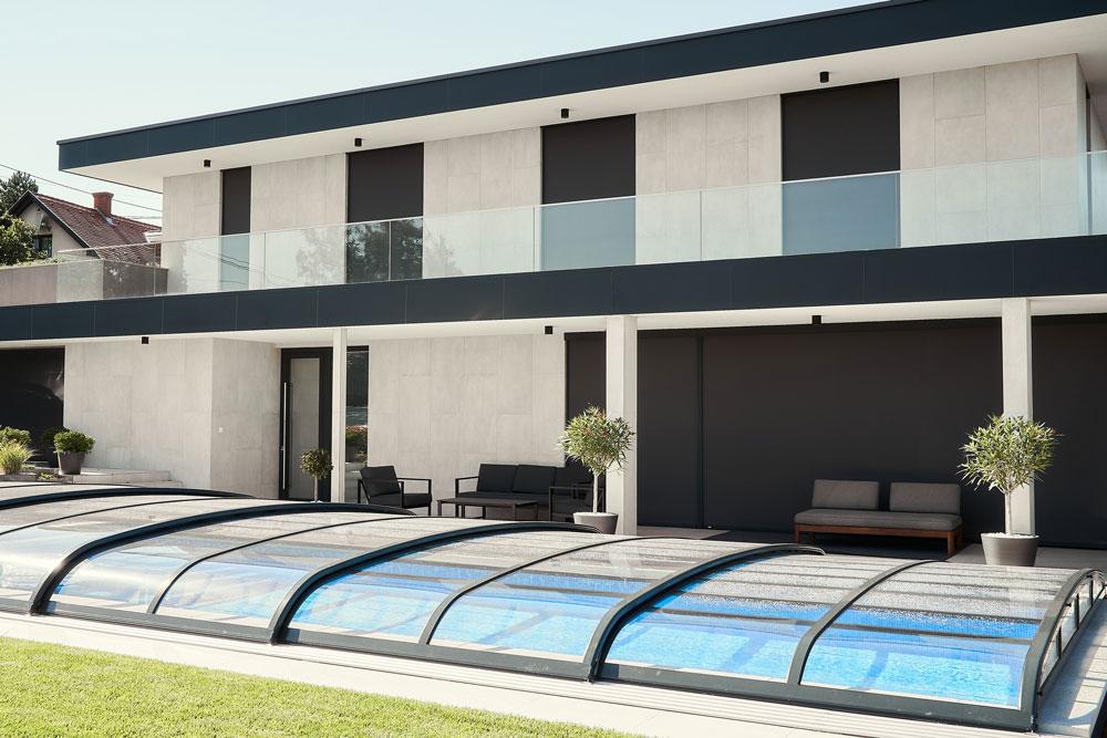 Mediterrán minimalizmus jegyében épült modern villa